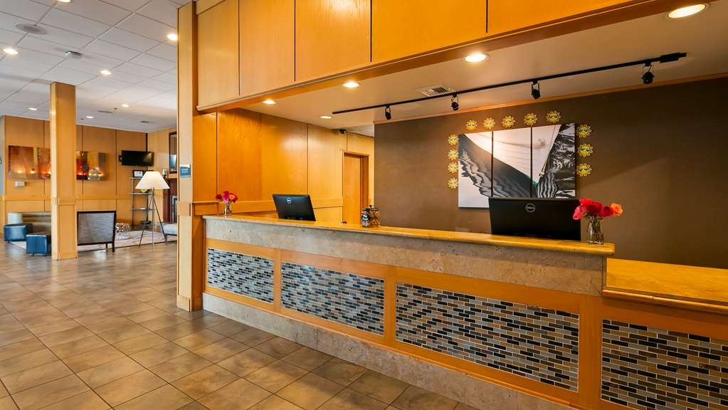 Best Western Plus Silverdale Beach Hotel - Front Desk