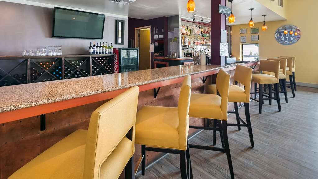Best Western Plus Silverdale Beach Hotel - Bar / Lounge