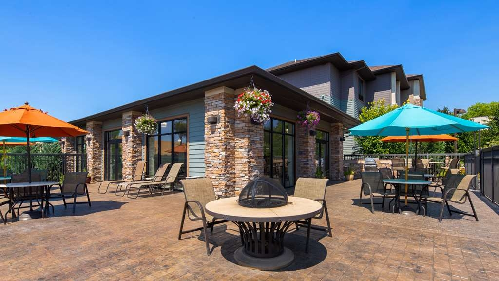 Best Western Plus Dayton Hotel & Suites - The patio is perfect for those sunny Palouse days.