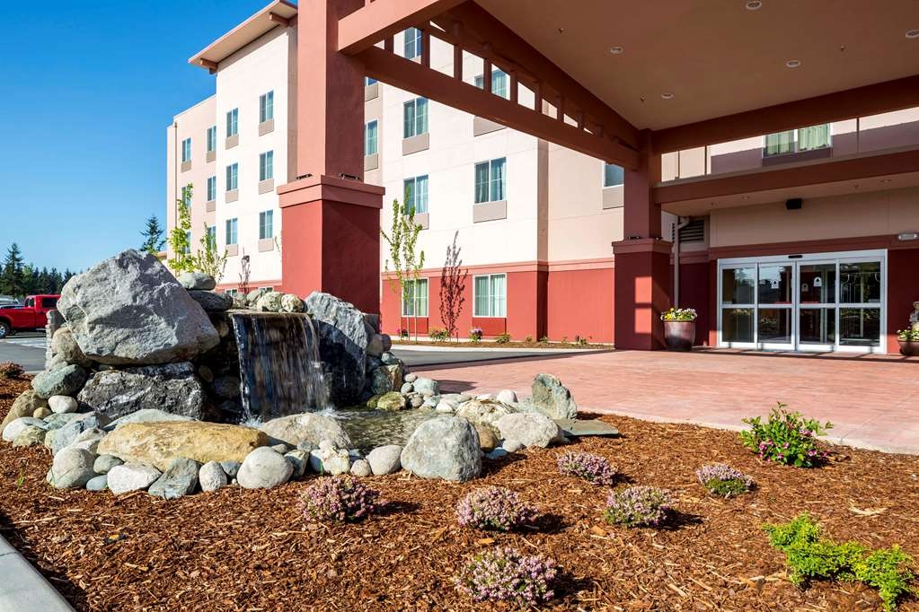 Best Western Plus Arlington/Marysville - Facciata dell'albergo