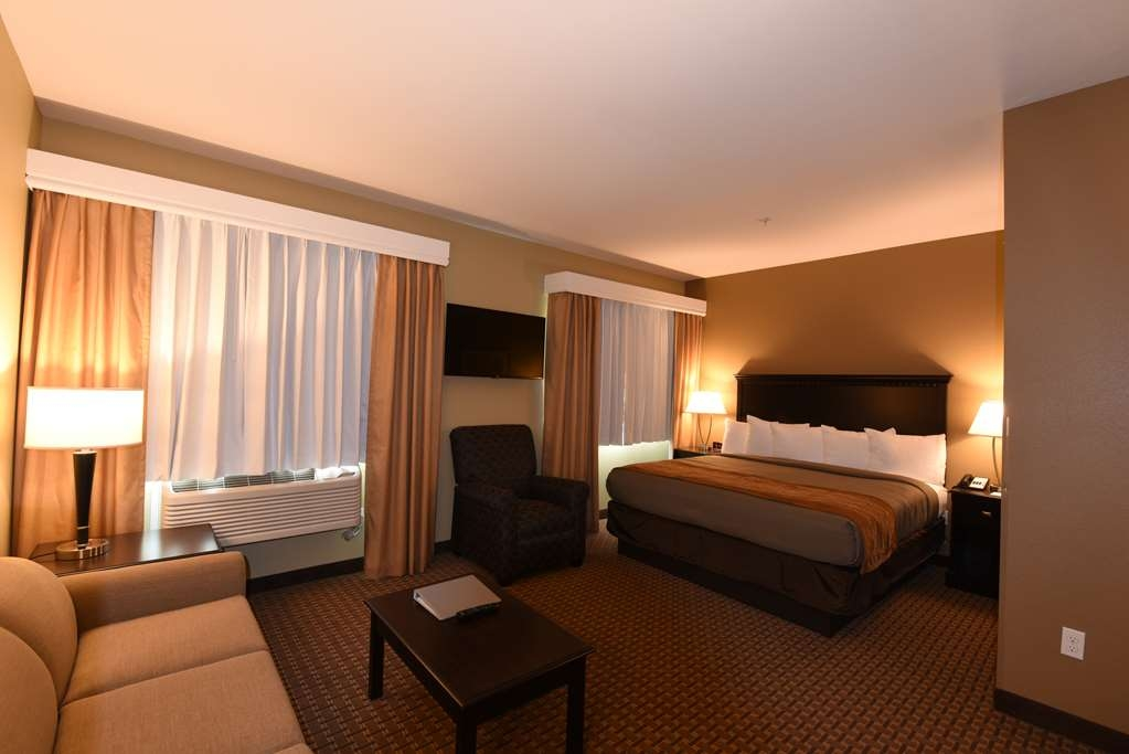 Best Western Plus Vintage Valley Inn - King suite with a full appliance kitchen and living area.