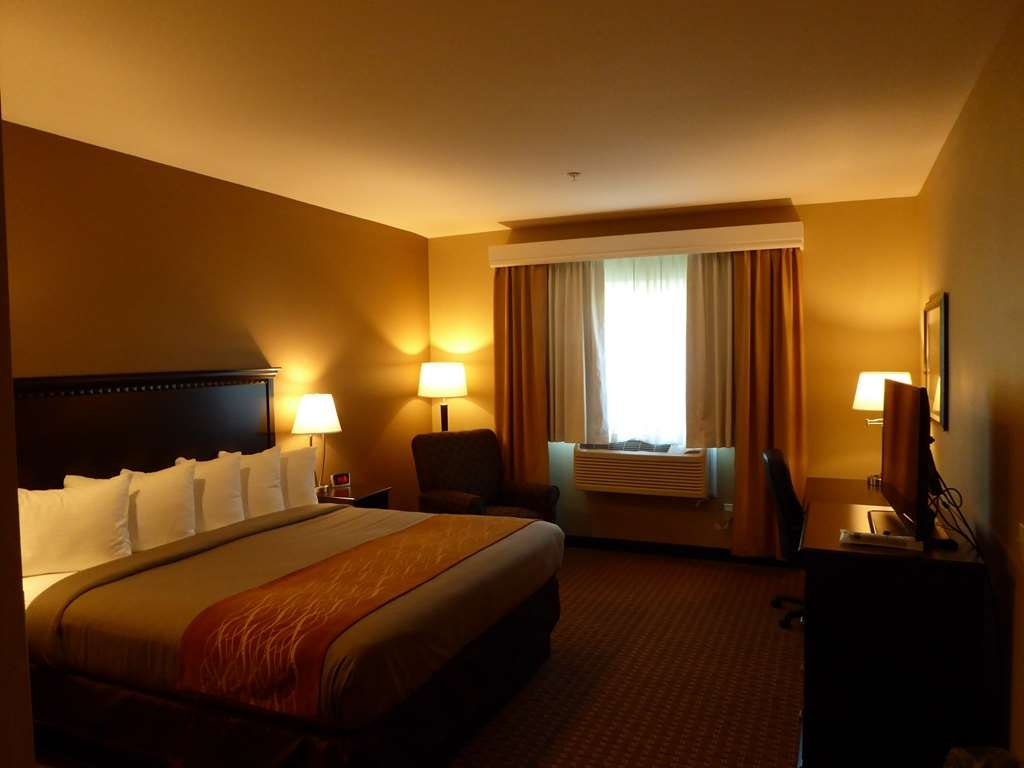 Best Western Plus Vintage Valley Inn - King ADA Mobility Accessible Suite with Full Kitchen - Bedroom