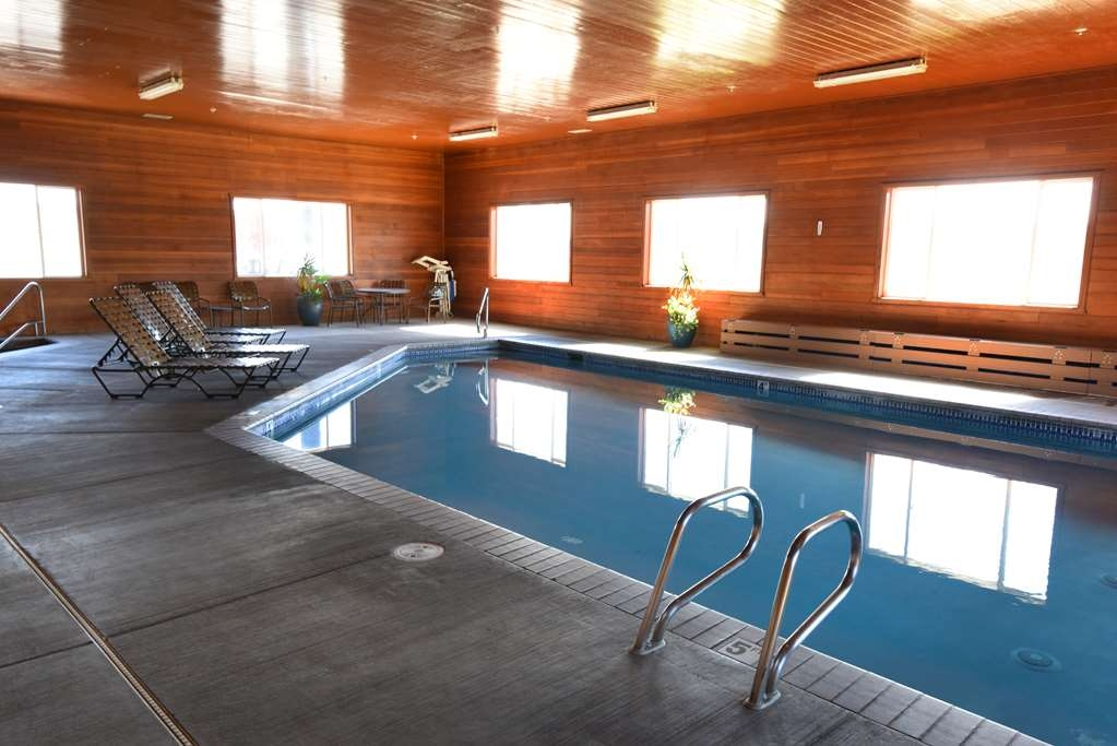 Best Western Plus Vintage Valley Inn - Large heated indoor pool, with large amount of lounge and seating area. Lots of windows and light and small outside seating for hotter weather. Pool room has a separate hot-tub with seating.