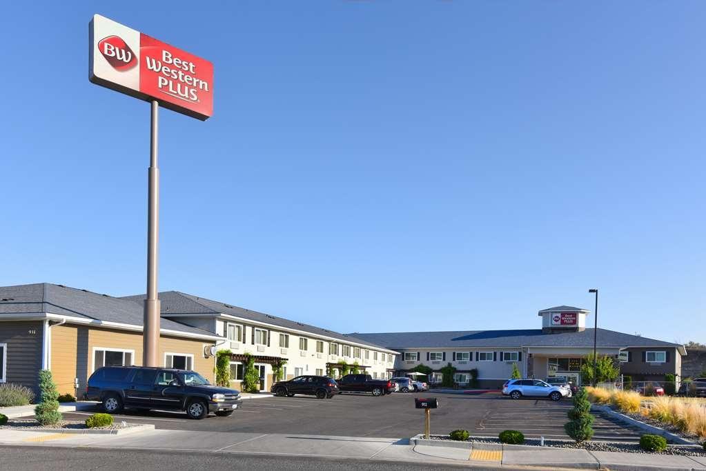 Best Western Plus Vintage Valley Inn - Full building view from street