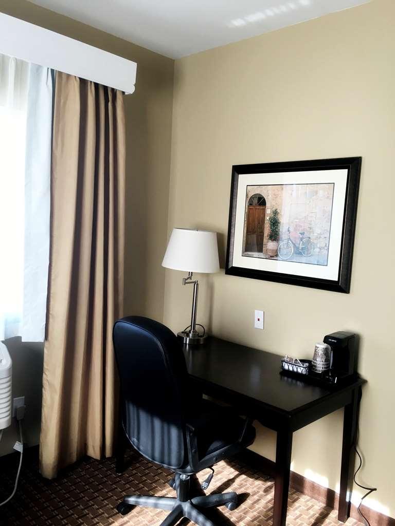 Best Western Plus Vintage Valley Inn - desk Chair with coffee service