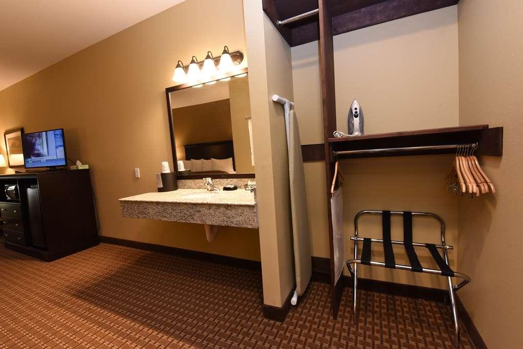 Best Western Plus Vintage Valley Inn - Standard King ADA Mobility Accessible Bathroom walk in or Roll in Shower