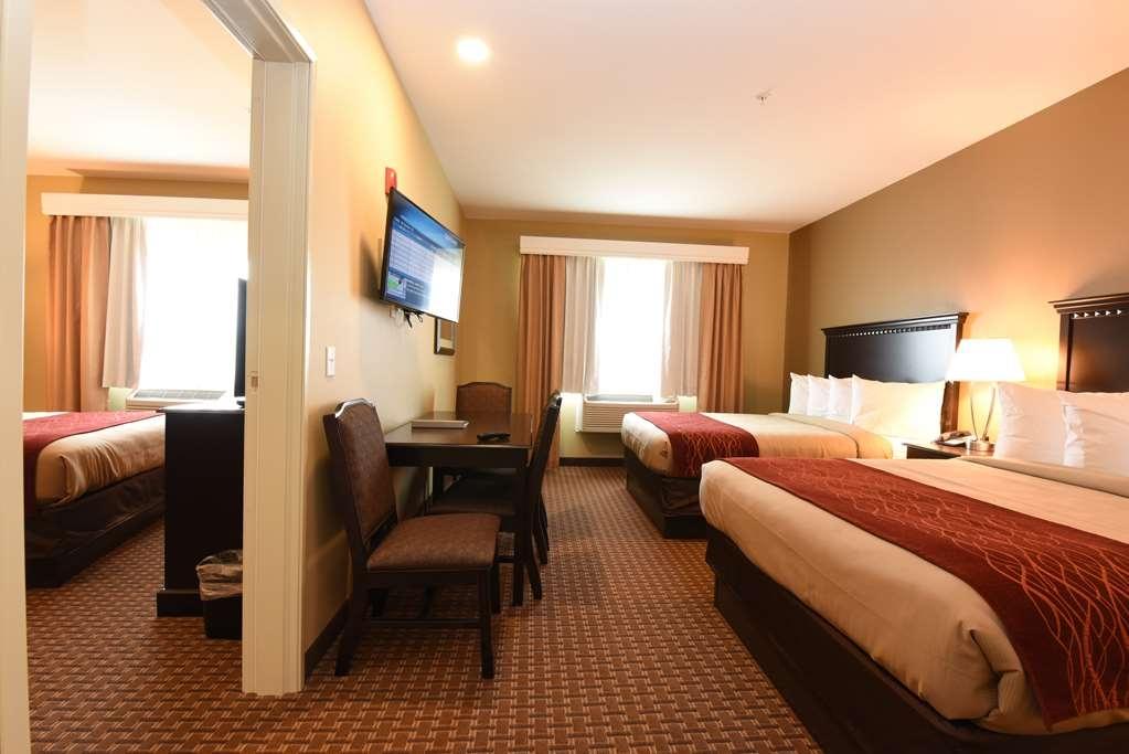 Best Western Plus Vintage Valley Inn - Triple Queen Suite with Full Kitchen - 2nd Bedroom view one queen bed, recliner, TV