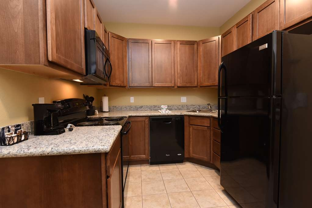 Best Western Plus Vintage Valley Inn - King Suite with Full Kitchen Entry View 125-112-225
