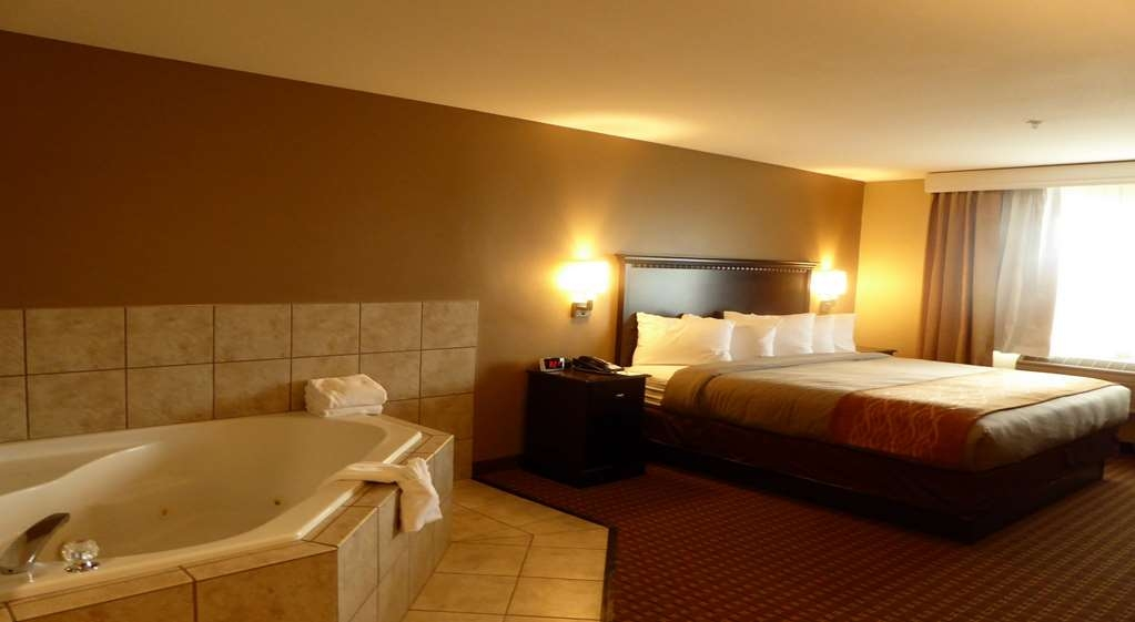 Best Western Plus Vintage Valley Inn - King Spa Suite with Full Kitchen, Living Area Room 131