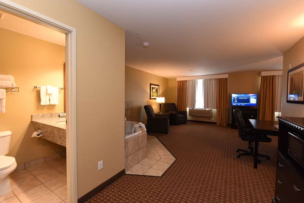 Best Western Plus Vintage Valley Inn - King Spa Suite Bathroom (no kitchen) Room 250