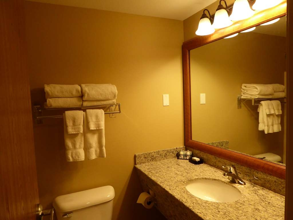 Best Western Plus Vintage Valley Inn - King Spa Suite with Full Appliance Kitchen, Living Area, and Jacuzzi in Bedroom Room 131