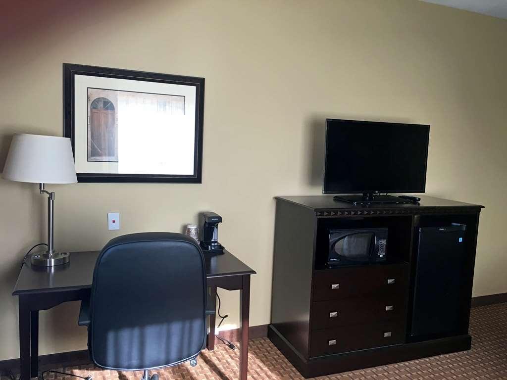 Best Western Plus Vintage Valley Inn - Rm desk tv stand
