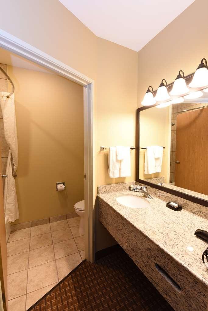 Best Western Plus Vintage Valley Inn - Standard Double Queen Bathroom
