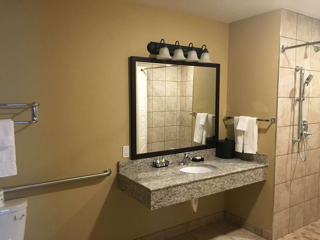 Best Western Plus Vintage Valley Inn - All 9 of our Suites have full appliance kitchens with refrigerator, stove, large microwave, dishwasher, garbage disposal and cookware/tableware for four settings