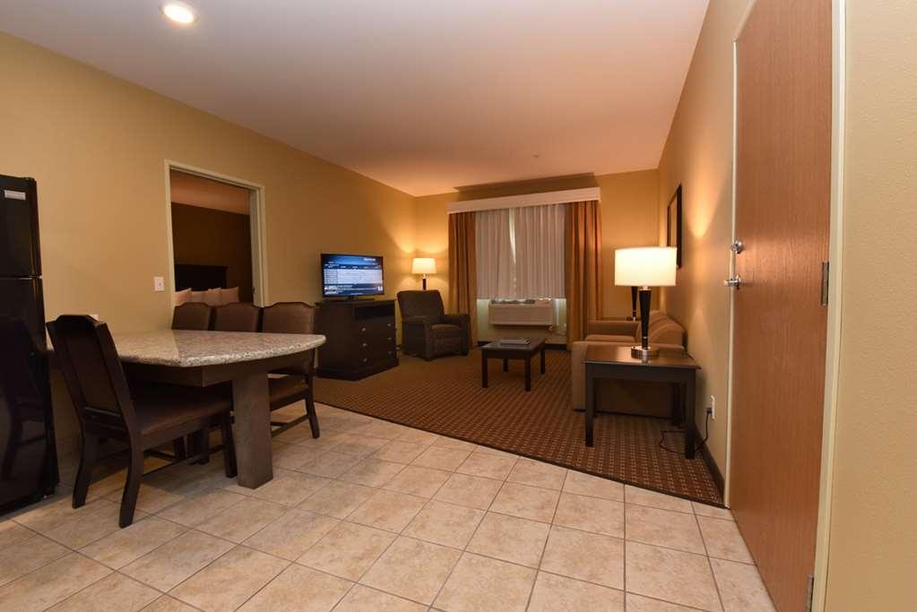 Best Western Plus Vintage Valley Inn - Double Queen Suite Bedroom behind closed door Room # 218-217-223