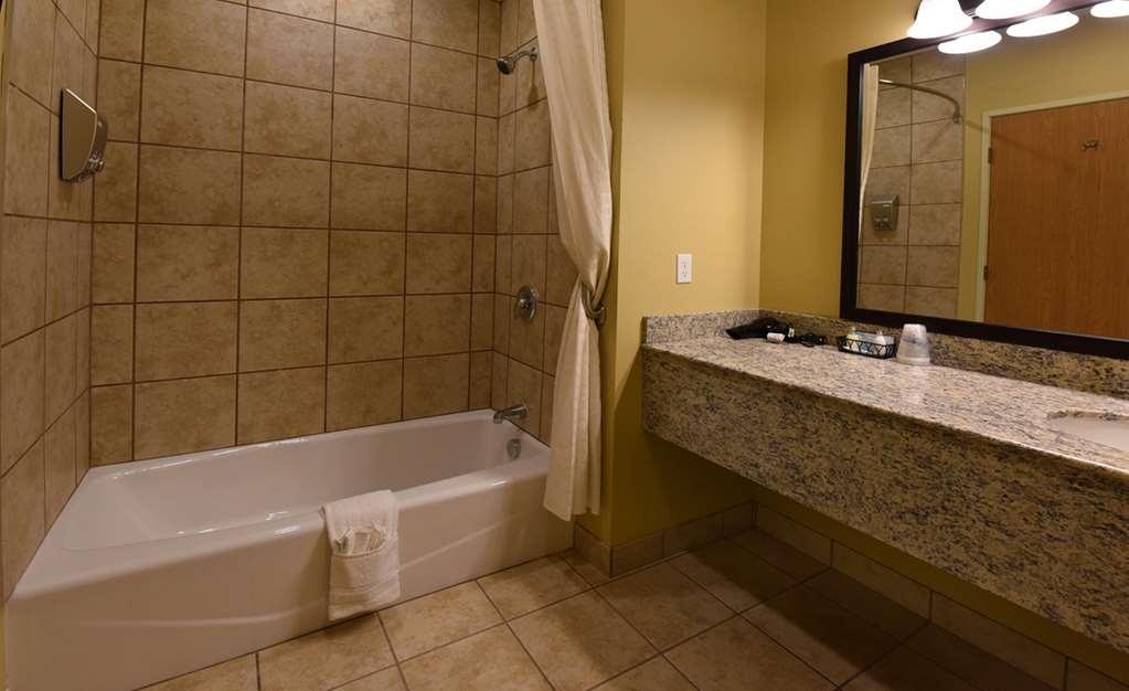Best Western Plus Vintage Valley Inn - double queen suite bathroom Room # 223-217-218