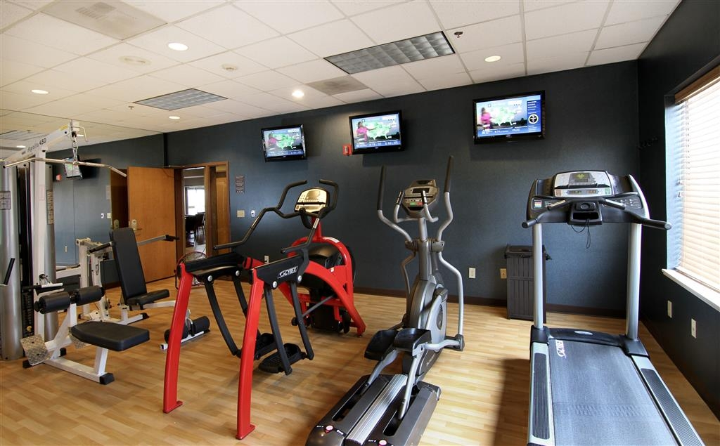 Best Western Plus City Center - Arc trainer, treadmill, bike, elliptical, weight stack...all for a great work out!