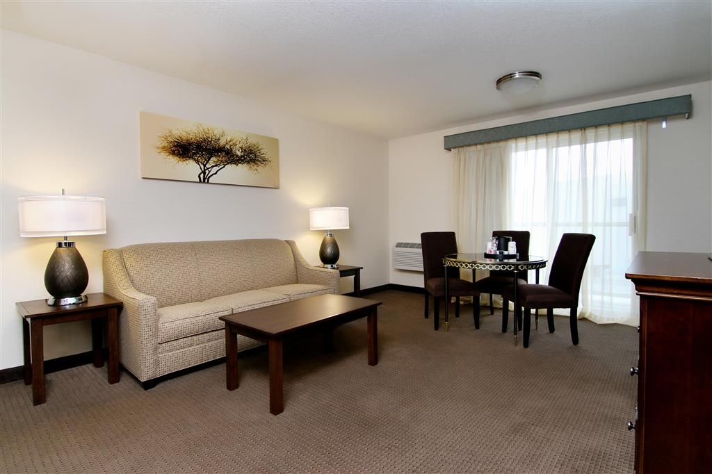 Best Western Plus City Center - Living room of a suite