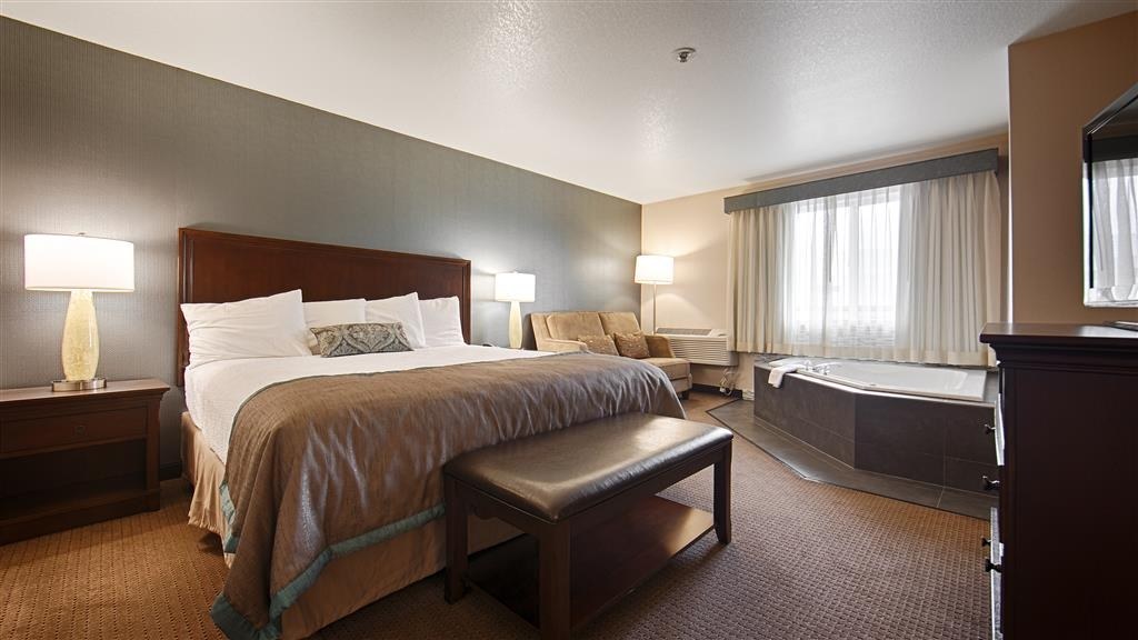 Best Western Plus City Center - King Whirlpool Suite