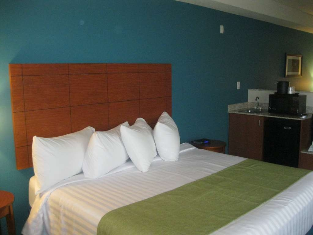Best Western Liberty Inn DuPont - Spacious with all the amenities you'd want at home.