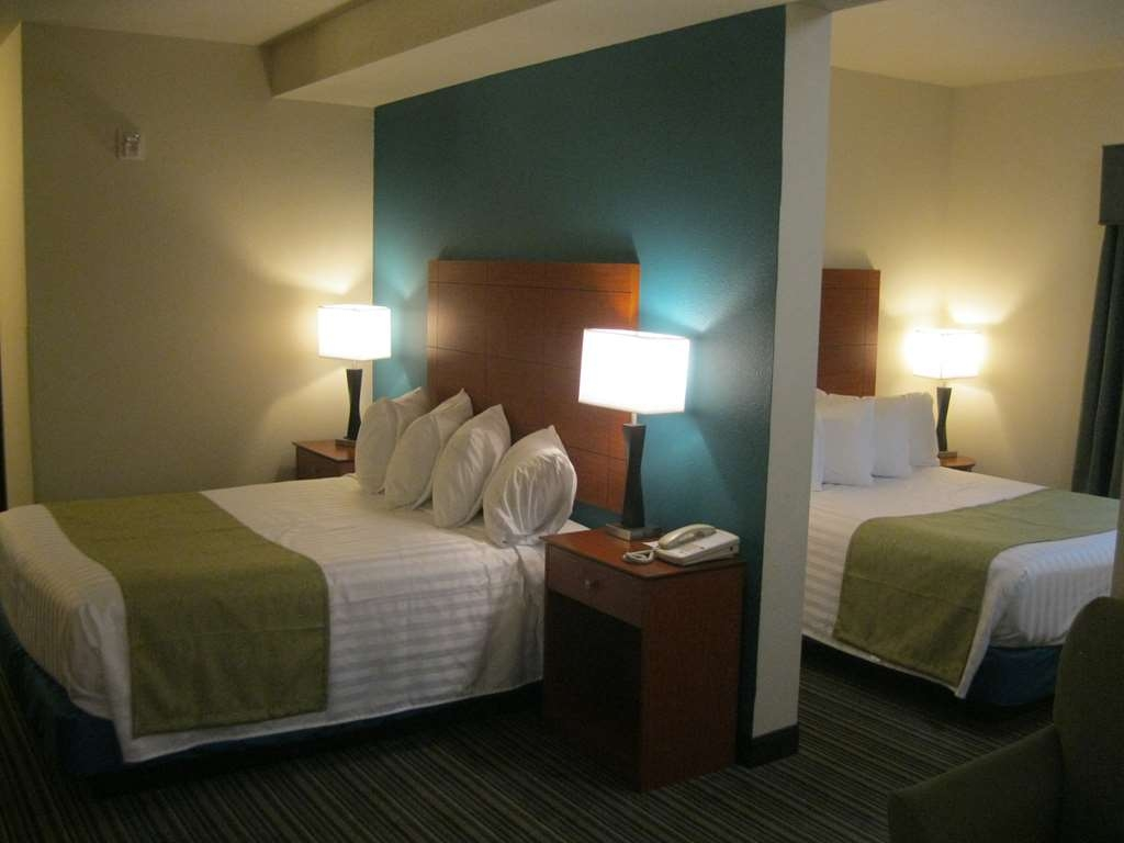 Best Western Liberty Inn DuPont - Our two queen suite gives you the added space and privacy you may want when traveling with others.