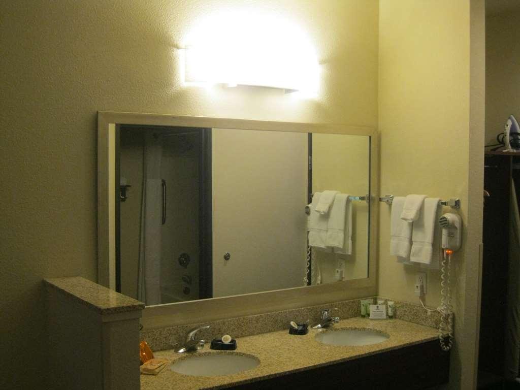 Best Western Liberty Inn DuPont - Gästezimmer/ Unterkünfte