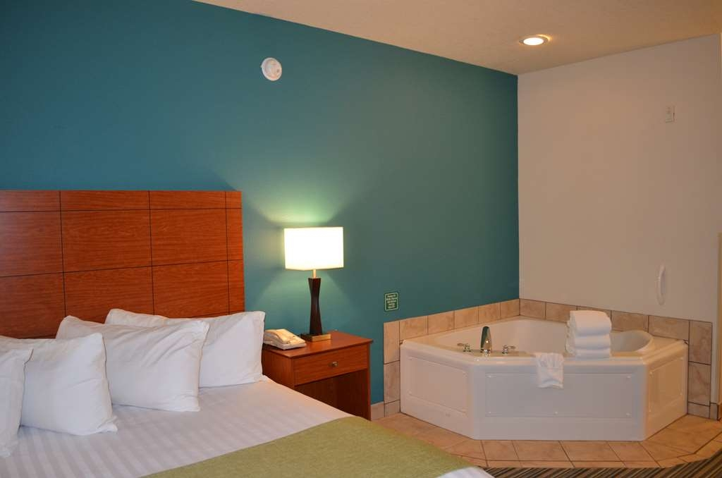 Best Western Liberty Inn DuPont - Relax and unwind in our two person whirlpool.