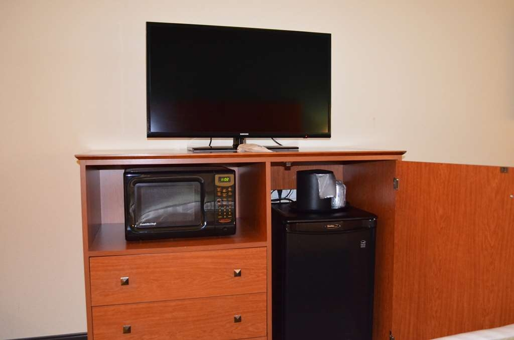 Best Western Liberty Inn DuPont - Enjoy all your favorite channels on our flat screen televisions. Each room includes a microwave for late night snacks and refrigerator to keep your beverages cold.