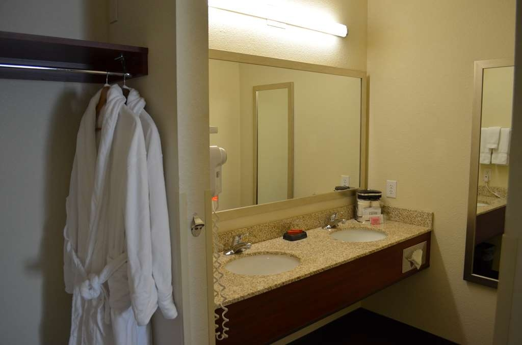 Best Western Liberty Inn DuPont - Spacious vanity area in our King whirlpool fireplace suite.