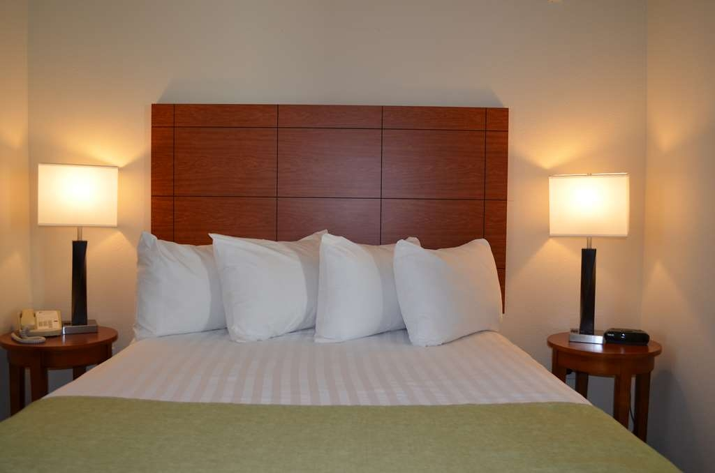 Best Western Liberty Inn DuPont - Comfort awaits in our double queen which includes a separate bedroom with queen bed.