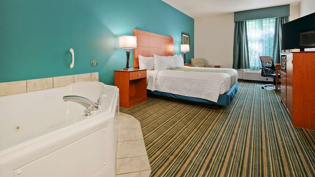 Best Western Liberty Inn DuPont - Relax your cares away in our king whirlpools suite.