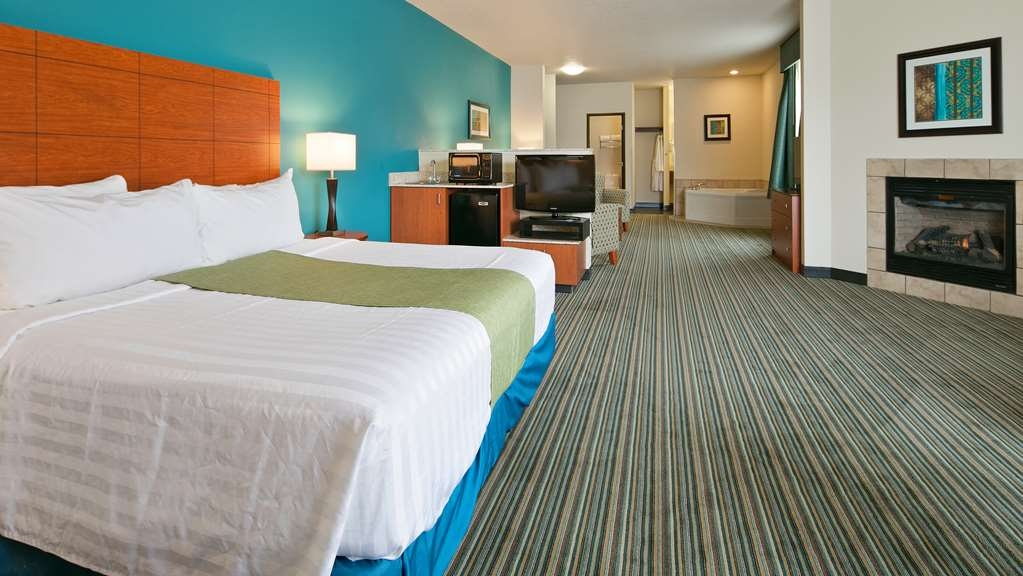 Best Western Liberty Inn DuPont - Our spacious king suite provides all the comforts of home. Fireplace, whirlpool and sitting area.