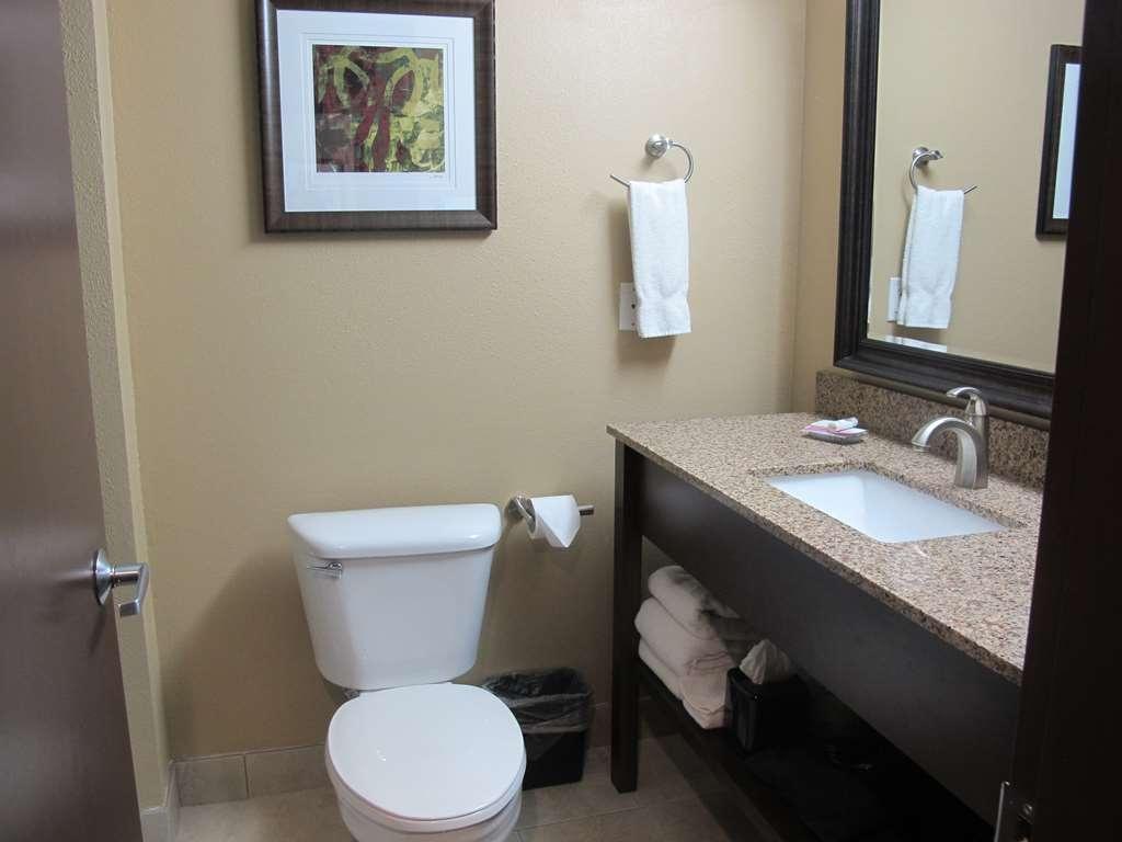 Best Western Woodland Inn - We take pride in keeping our bathrooms clean.