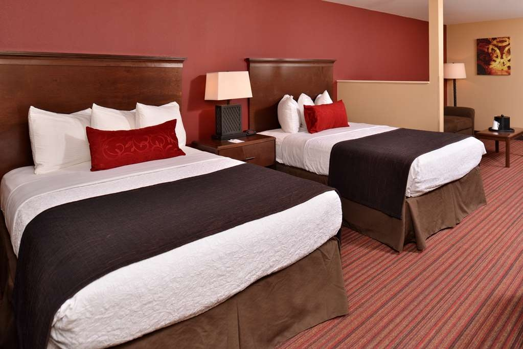 Best Western Woodland Inn - Our double queen suites are larger than the standard double queen room and offer added amenities including a pull-out sleeping sofa.