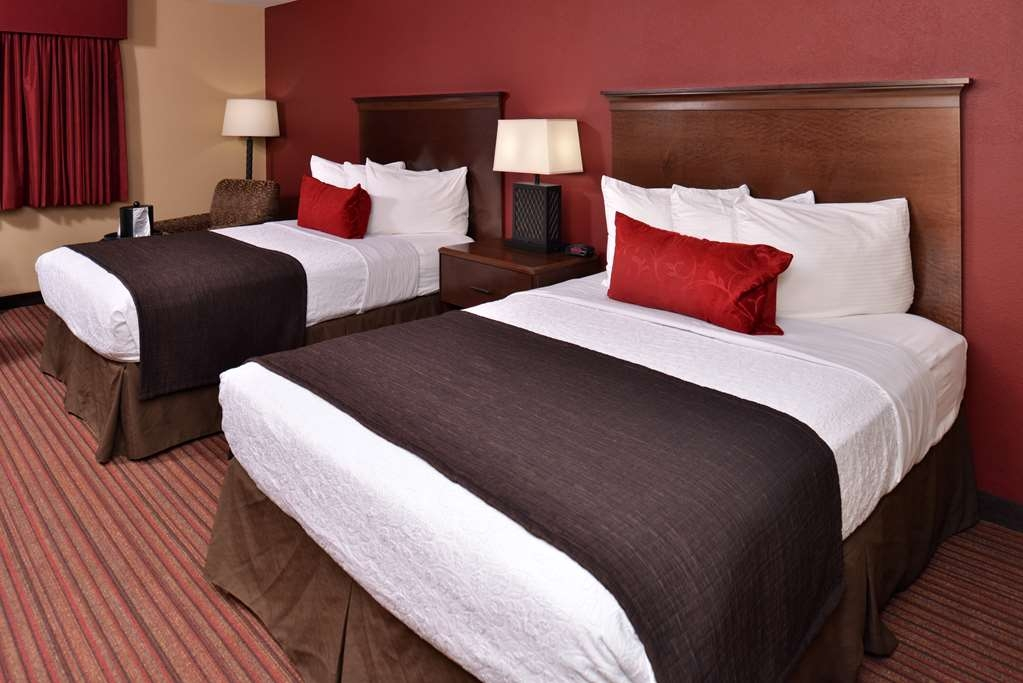 Best Western Woodland Inn - Double queen guest rooms include a mini refrigerator, microwave, single serve coffee maker and more.