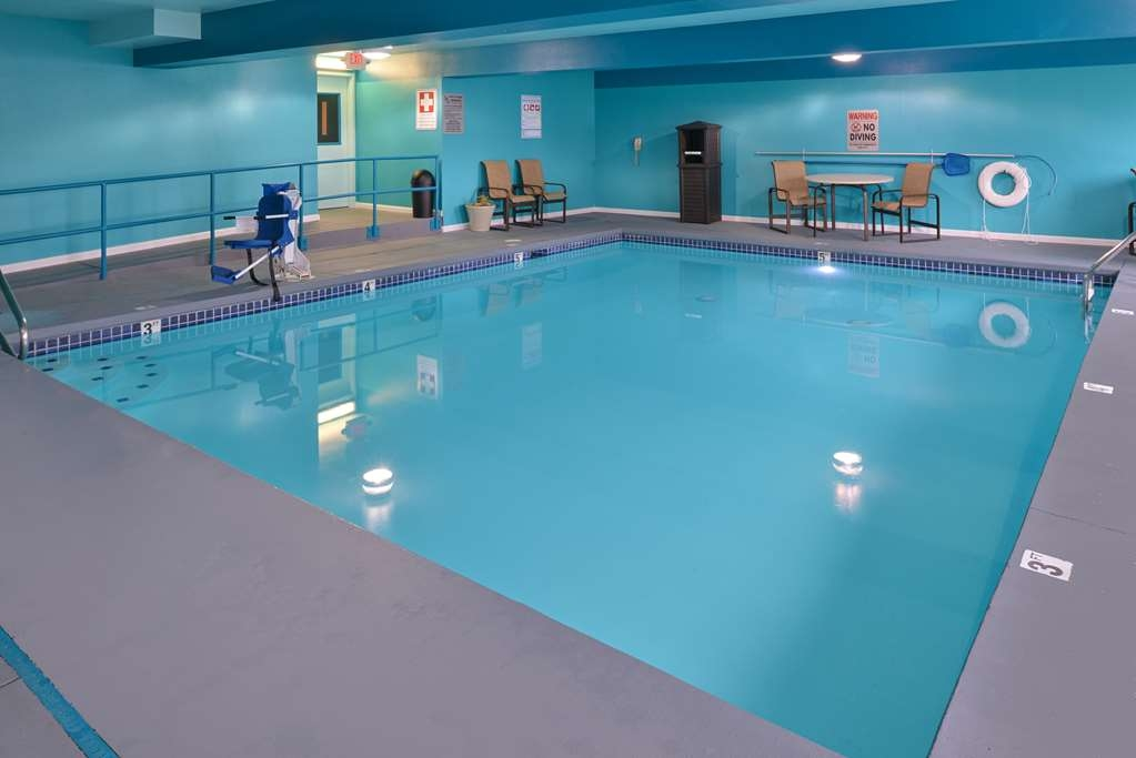 Best Western Woodland Inn - Get your heart rate up in our swimming pool or relax in the hot tub.