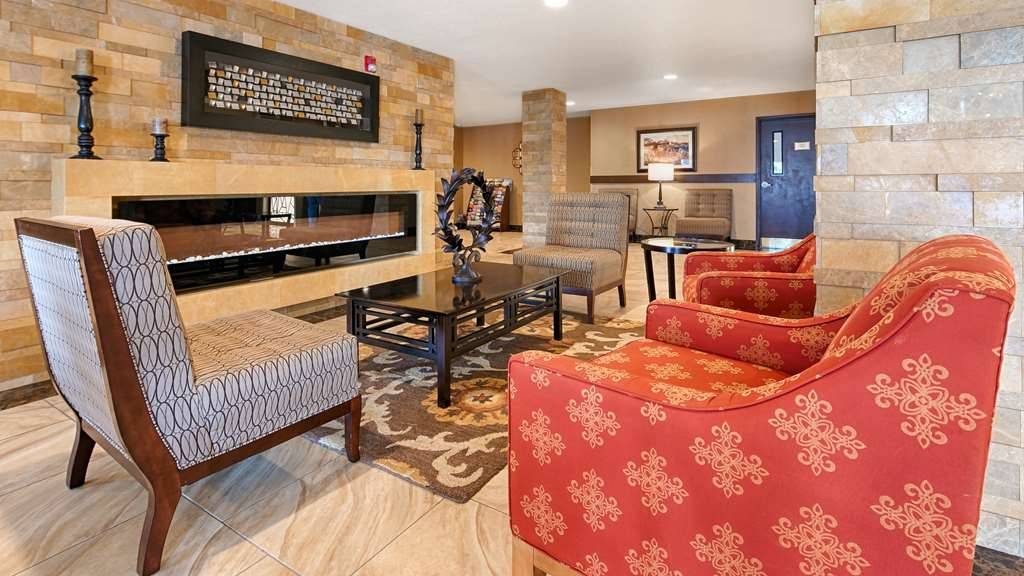 Best Western Woodland Inn - Vista del vestíbulo