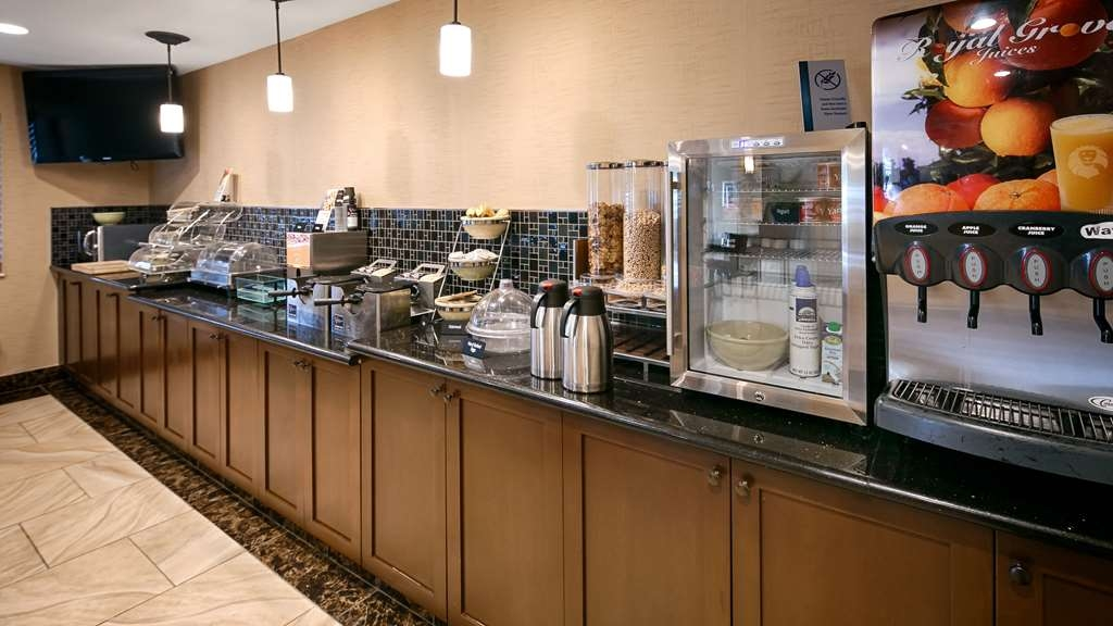 Best Western Woodland Inn - Enjoy a balanced and delicious breakfast with choices for everyone.