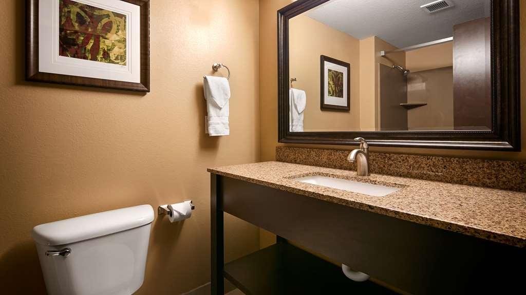Best Western Woodland Inn - Guest Bathroom