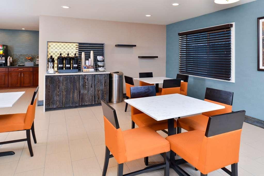 Best Western Long Beach Inn - Le petit déjeuner buffet
