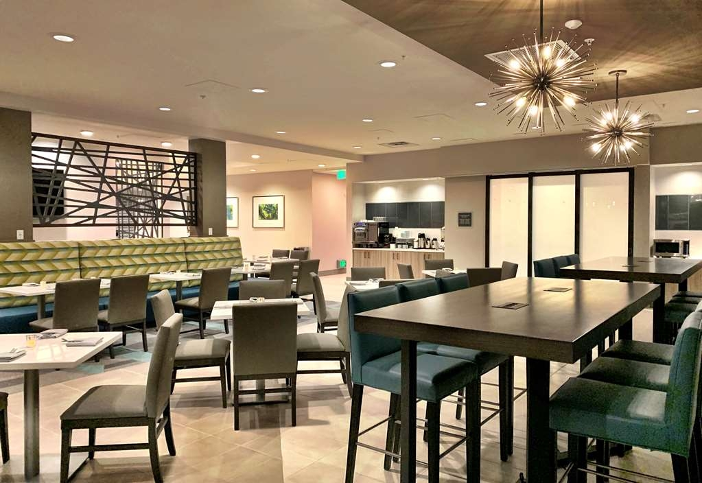Best Western Premier Hotel at Fisher's Landing - Restaurant / Gastronomie