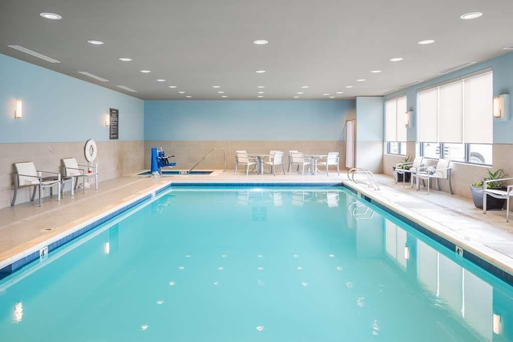 Best Western Premier Hotel at Fisher's Landing - Vista de la piscina