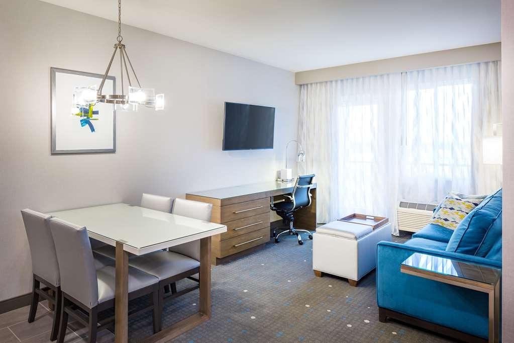 Best Western Premier Hotel at Fisher's Landing - habitación de huéspedes-amenidad