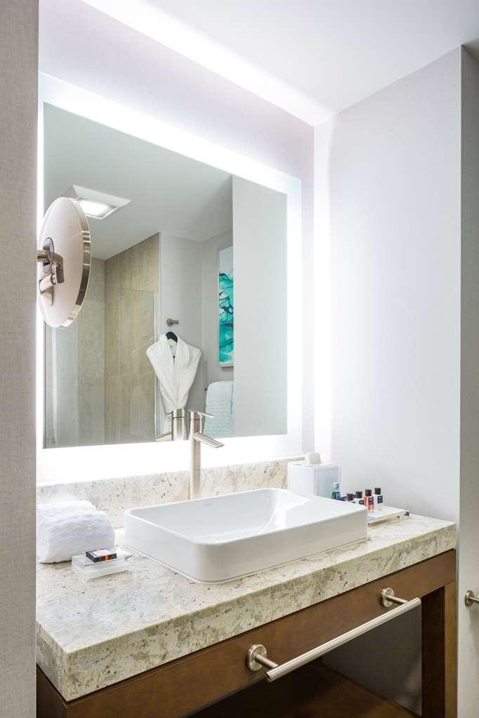 Best Western Premier Hotel at Fisher's Landing - Habitaciones/Alojamientos