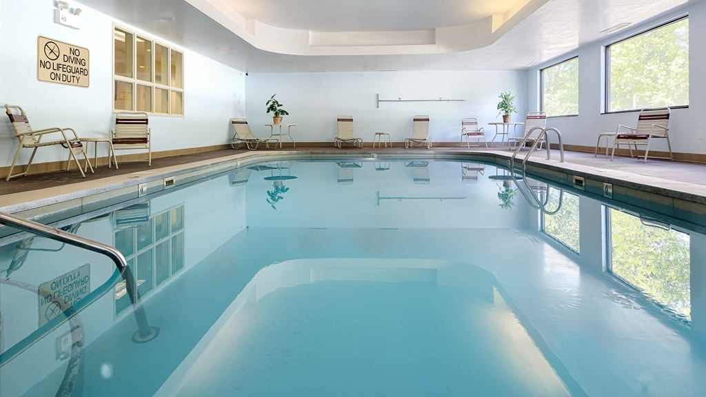 Best Western Logan Inn - The indoor pool is perfect for swimming laps or taking a quick dip.