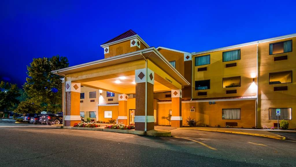 Best Western Logan Inn - Exterior