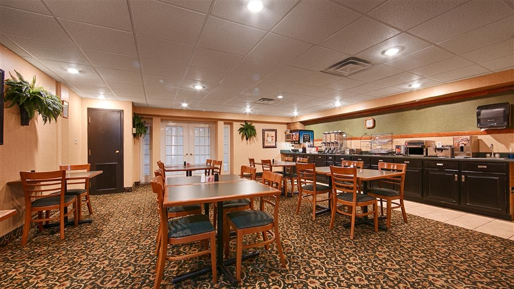 Best Western Huntington Mall Inn - Start your day off right with a complimentary continental breakfast.