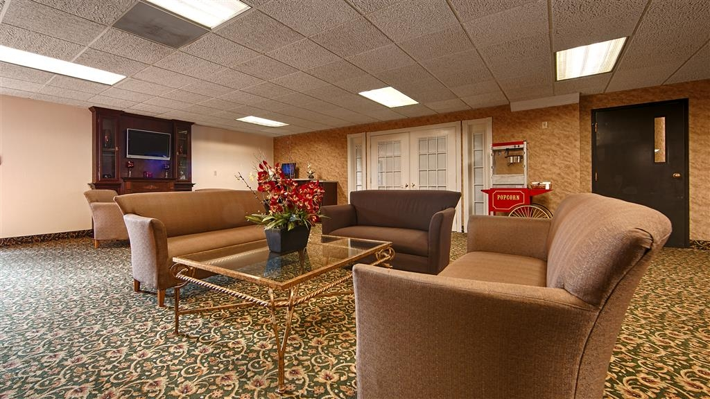 Best Western Huntington Mall Inn - Come and enjoy our spacious lobby offering a place to socialize with colleagues or other guests.