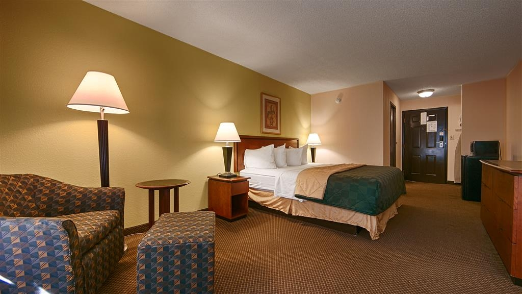 Best Western Huntington Mall Inn - If you're here on business, make a reservation for our business plus king bedrooms.