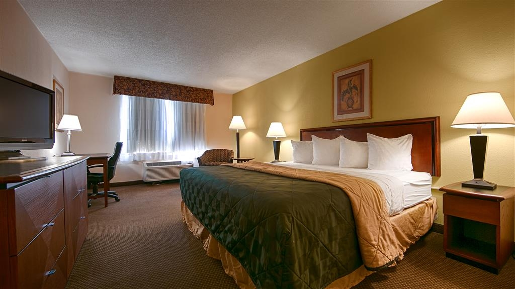 Best Western Huntington Mall Inn - We have your needs met in our ADA mobility accessible king bedrooms.